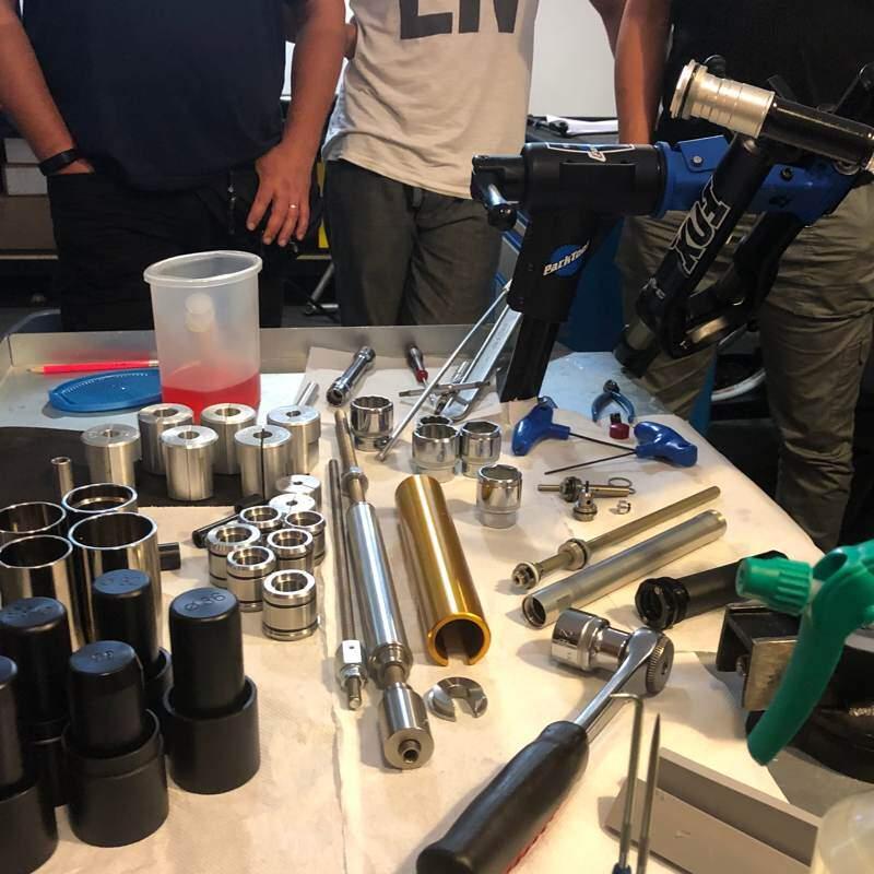 Workshop Sospensioni attrezzatura riparazione