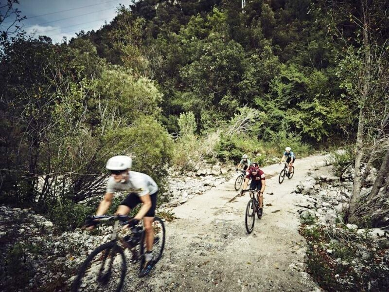 bici gravel su percorso poco tecnico