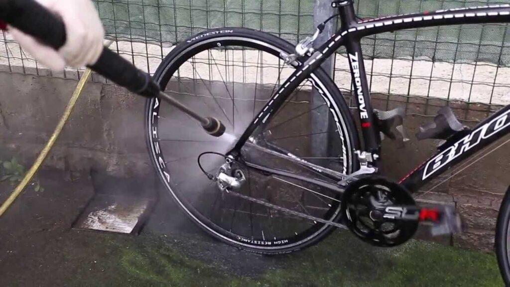 appoggiare bene la bici per lavarla
